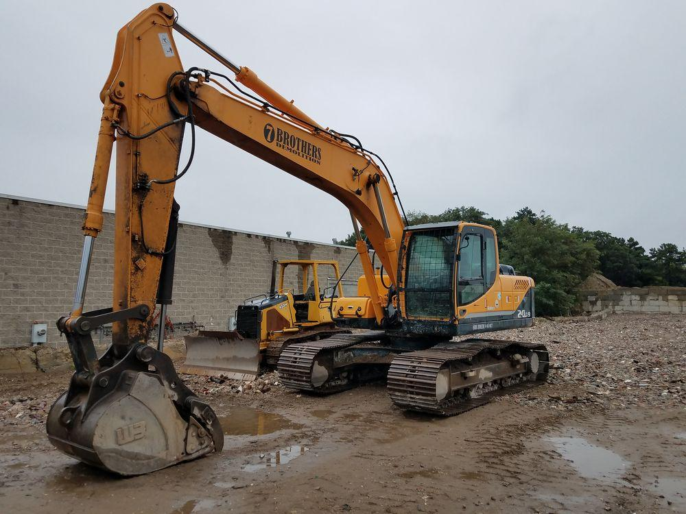 Detail photo of 2011 Hyundai ROBEX 210LC-9 from Construction Equipment Guide