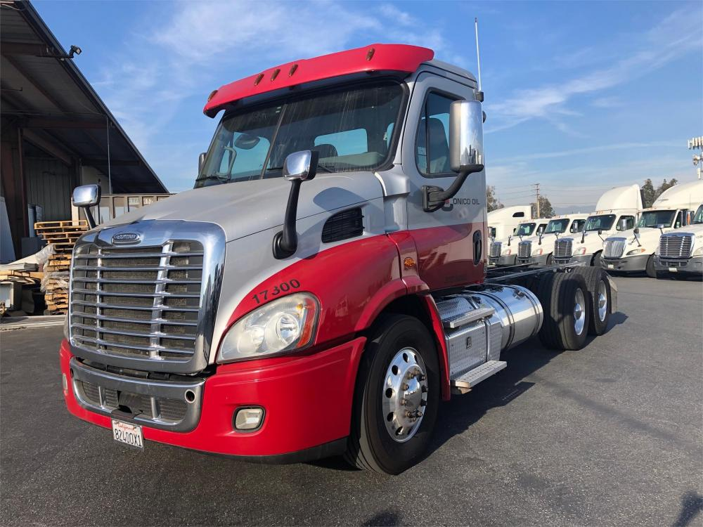Detail photo of 2017 FREIGHTLINER CASCADIA 113 from Construction Equipment Guide