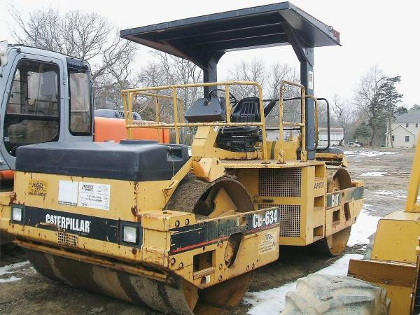 Detail photo of 1998 Caterpillar CB634 from Construction Equipment Guide