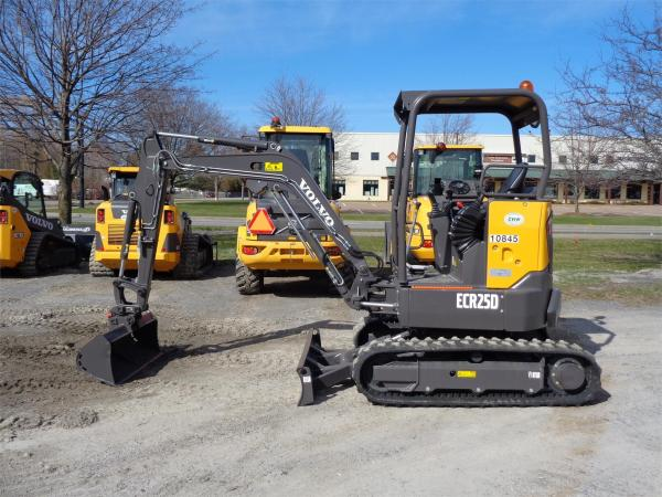 Detail photo of 2020 Volvo ECR25D from Construction Equipment Guide