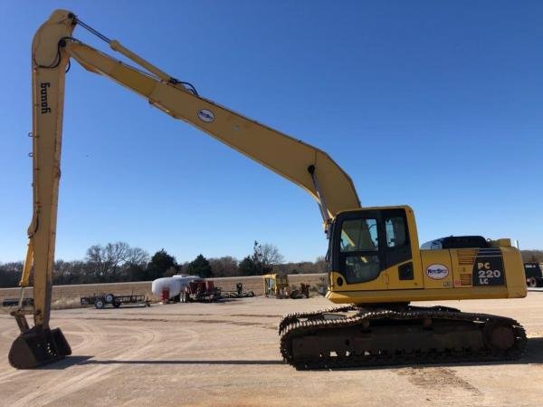 Detail photo of 2011 Komatsu PC220LC-8 from Construction Equipment Guide