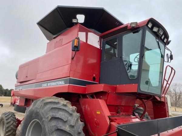 Detail photo of 1990 Case IH 1680 from Construction Equipment Guide