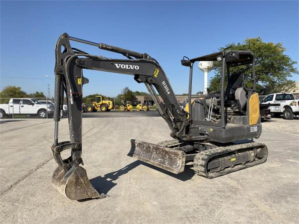 Detail photo of 2017 Volvo EC35D from Construction Equipment Guide
