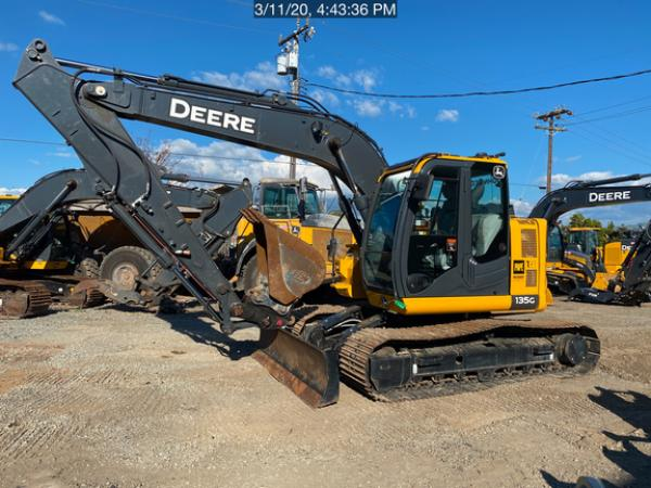 Detail photo of 2019 John Deere 135G from Construction Equipment Guide