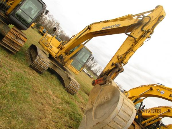 Detail photo of 2004 Komatsu PC200LC-7 from Construction Equipment Guide