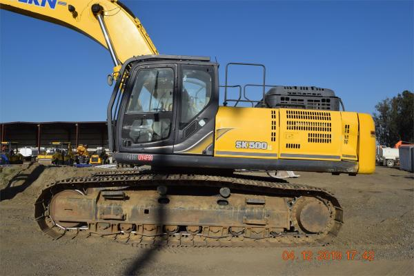 Detail photo of 2014 Kobelco SK500 from Construction Equipment Guide