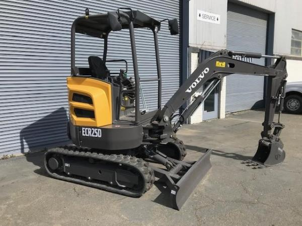 Detail photo of 2018 Volvo ECR25D from Construction Equipment Guide