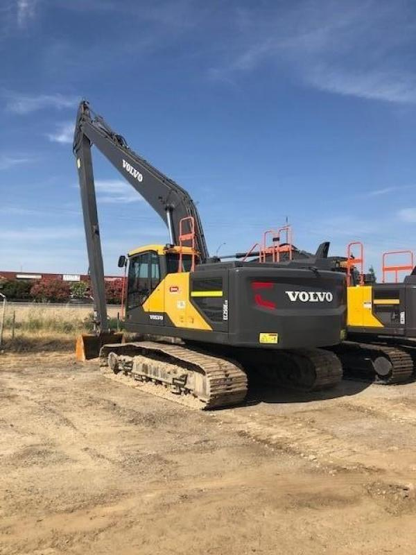 Detail photo of 2016 Volvo EC250E LR from Construction Equipment Guide