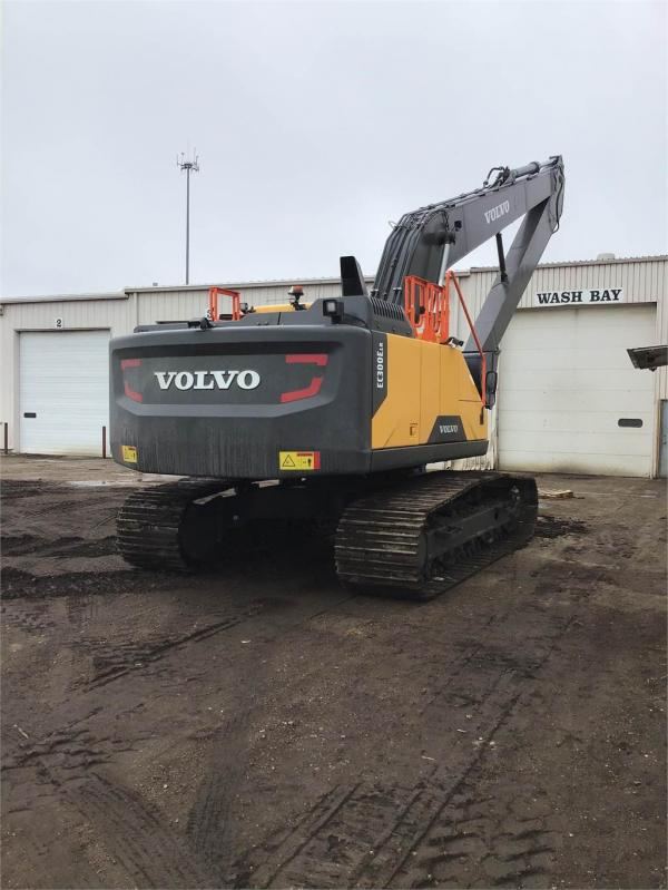 Detail photo of 2020 Volvo EC300E LR from Construction Equipment Guide