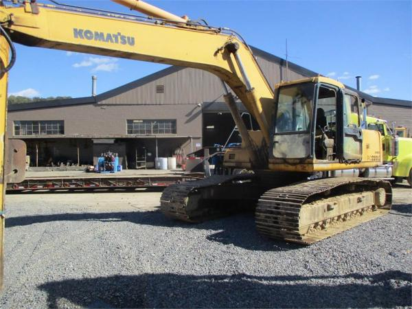 Detail photo of 1994 Komatsu PC220LC-6 from Construction Equipment Guide