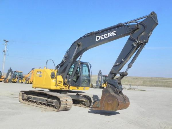 Detail photo of 2012 John Deere 225D LC from Construction Equipment Guide