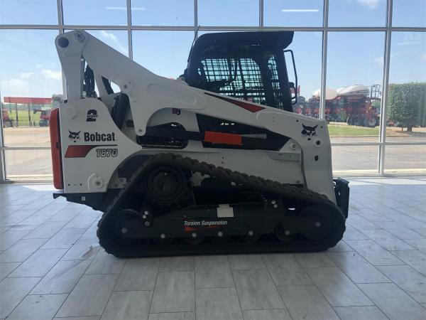 Detail photo of 2019 Bobcat T870 from Construction Equipment Guide