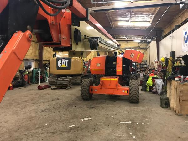 Detail photo of 2015 JLG 860SJ from Construction Equipment Guide