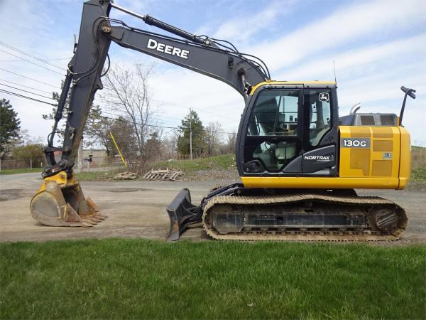 Detail photo of 2015 John Deere 130G from Construction Equipment Guide