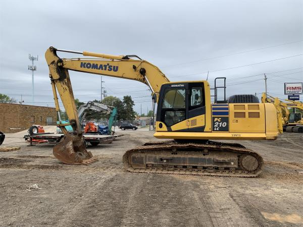 Detail photo of 2015 Komatsu PC210LC-10 from Construction Equipment Guide
