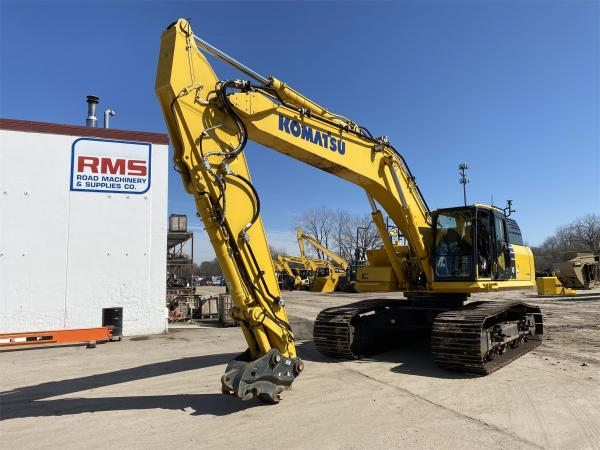 Detail photo of 2018 Komatsu PC490LC-11 from Construction Equipment Guide