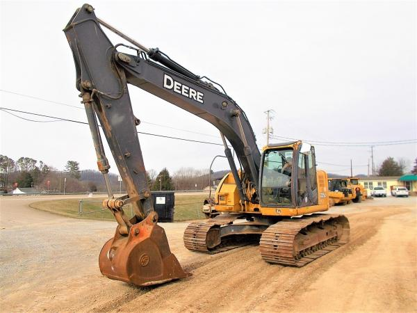 Detail photo of 2008 John Deere 225D LC from Construction Equipment Guide