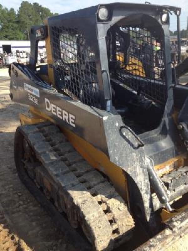 Detail photo of 2014 John Deere 323E from Construction Equipment Guide