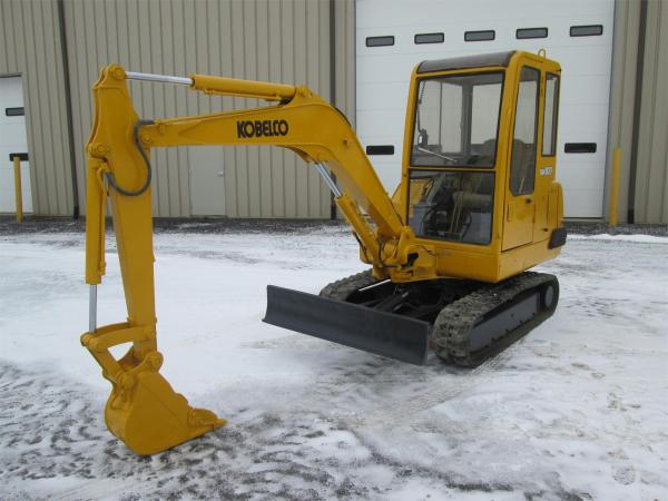 Detail photo of  Kobelco SK027 from Construction Equipment Guide