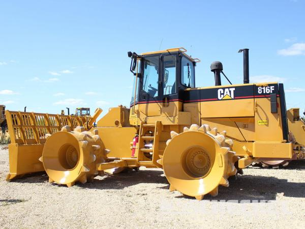 Detail photo of 1996 Caterpillar 816F from Construction Equipment Guide