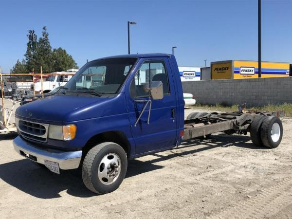 Detail photo of 2002 Ford E-450 from Construction Equipment Guide
