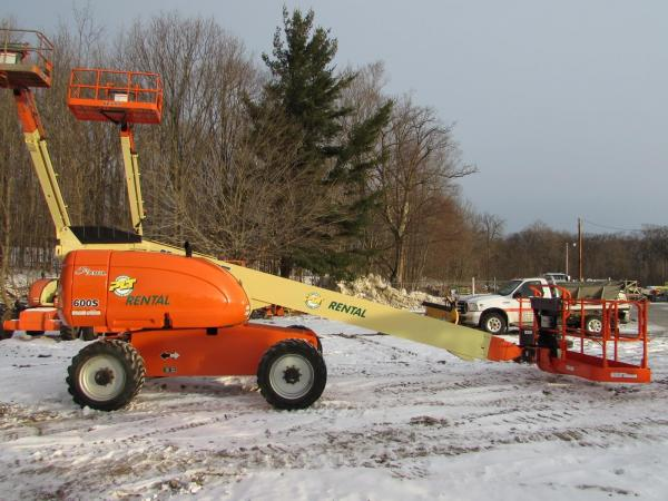 Detail photo of 2010 JLG 600S from Construction Equipment Guide