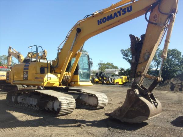 Detail photo of  Komatsu PC210LC-10 from Construction Equipment Guide