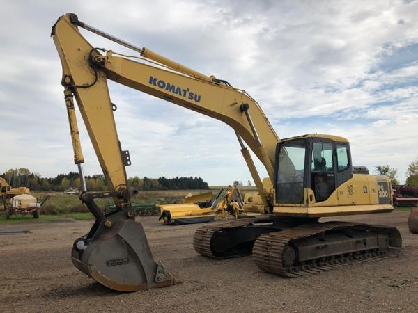 Detail photo of  Komatsu PC200 from Construction Equipment Guide