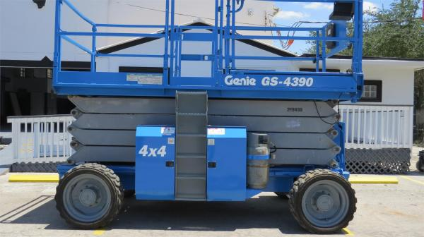 Detail photo of 2008 Genie GS4390RT from Construction Equipment Guide