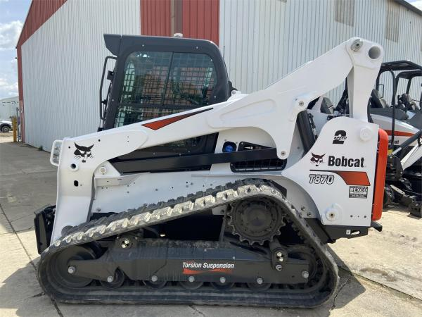 Detail photo of 2020 Bobcat T870 from Construction Equipment Guide