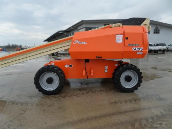 Detail photo of 2011 JLG 600S from Construction Equipment Guide