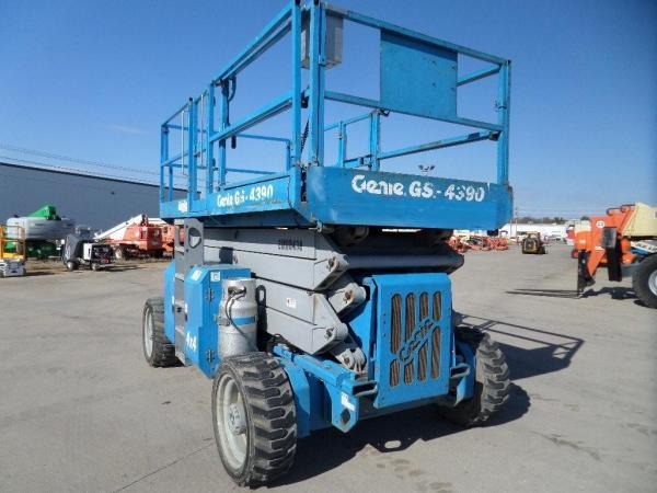 Detail photo of 2001 Genie GS4390RT from Construction Equipment Guide