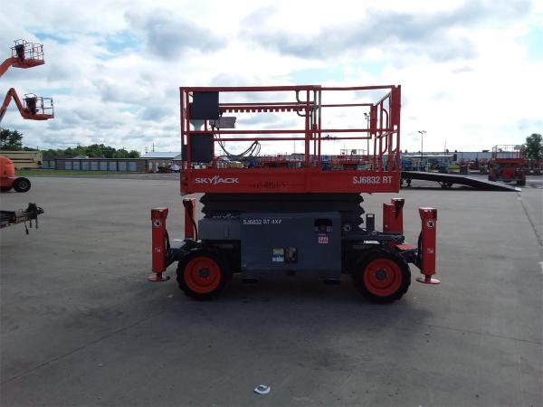 Detail photo of 2014 Skyjack SJ 6832RT from Construction Equipment Guide